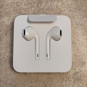 NWOT- Apple Ear Pods- wired.